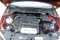 Vitathatatlanul az autó legjobb alkatrésze a 180 lóerős kompresszor-turbós motor