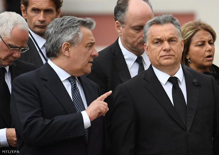 Antonio Tajani az Európai Parlament elnöke (k balra) Orbán Viktor miniszterelnök (k jobbra) és Balog Zoltán az emberi erőforrások minisztere (b) érkezik Helmut Kohl egykori német kancellárnak a Rajna-vidék-Pfalz német tartománybeli Speyer székesegyházában tartandó gyászmiséjére 2017. július 1-jén.