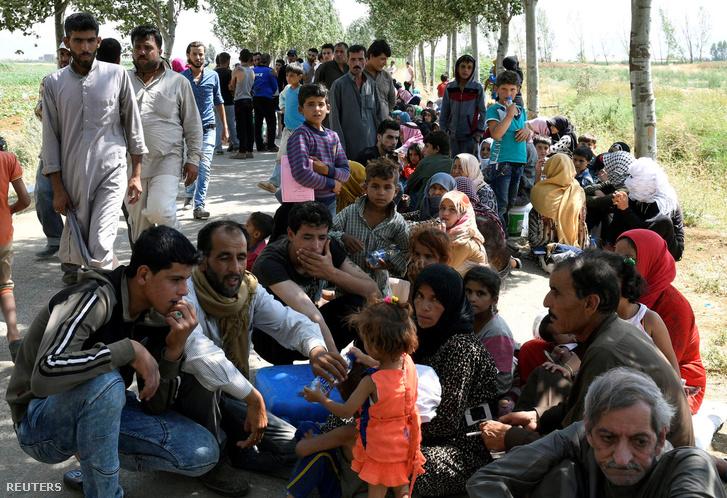 A táborból kimenekült menekültek