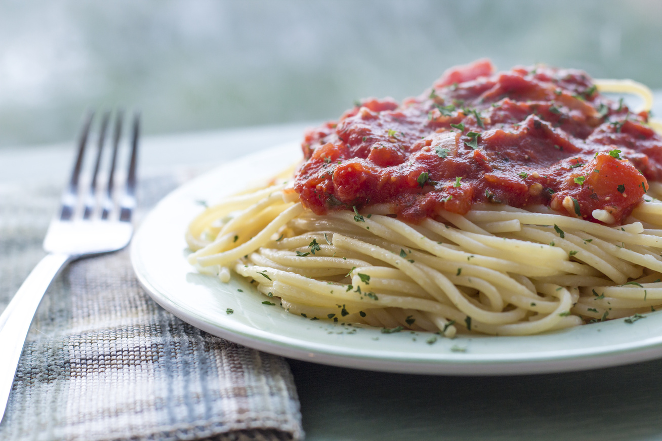 Olaszos tészta, sűrű bazsalikomos-paradicsomszósszal - Ne sajnáld a sajtot róla!