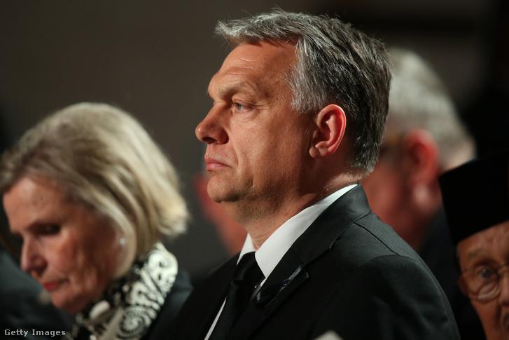 Július 1.: Orbán Viktor a Kohl tiszteletére tartott emlékező szentmisén, a speyeri székesegyházban