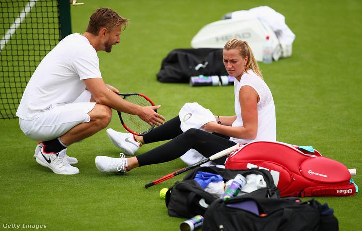 Petra Kvitova edzőjével a július elsejei edzésnapon