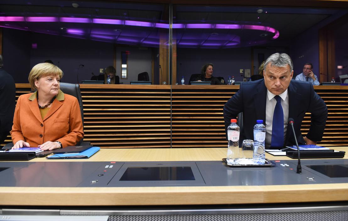 2015. október 25. Angela Merkel és Orbán Viktor az uniós vezetők brüsszeli csúcstalálkozóján, ahol a menekültválság kérdései szerepeltek napirenden