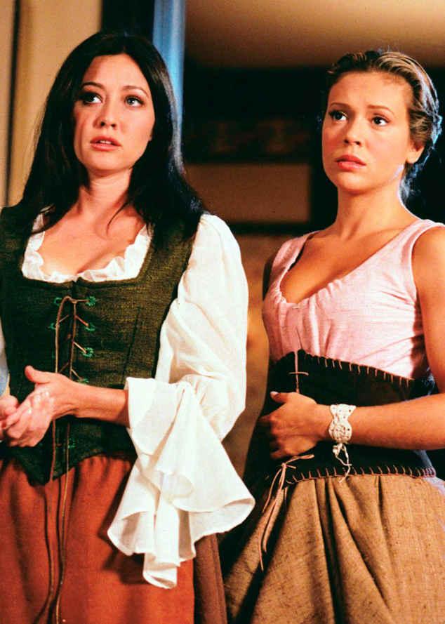 16 év után úgy tűnik, végre elásta a csatabárdot a két színésznő, azonban éveken keresztül gyűlölték egymást: Alyssa Milano egyszer még a középiskolai szekálókhoz is hasonlította kolléganőjét.