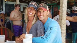Ez a pár már megbánta, hogy photoshopoltatták eljegyzési képüket