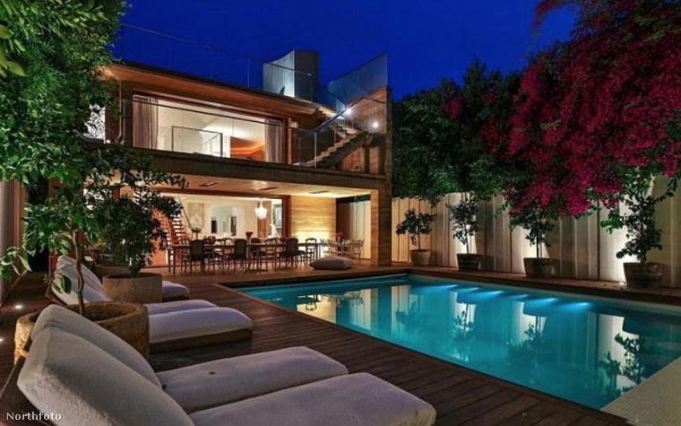 A kilencvenes évek ikonikus sztárjának háza most újra kiadóvá vált: havi 50 ezer dollárért (azaz 13,5 millió forintért) lehet kivenni a luxusrezidenciát