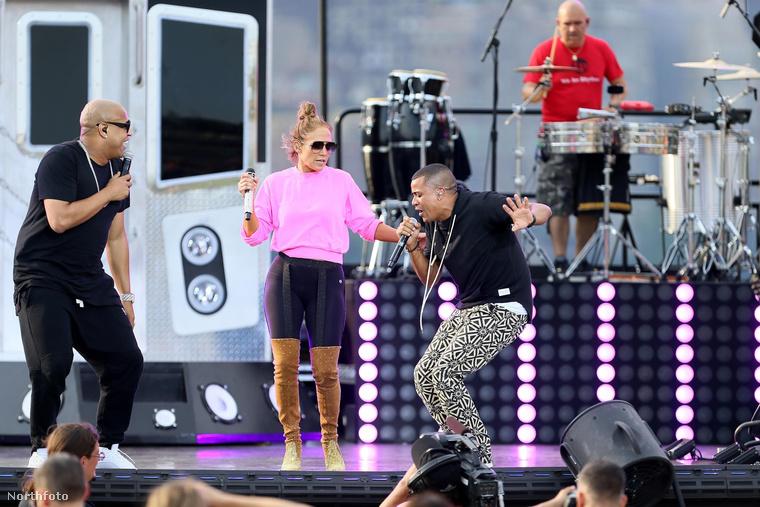 Jennifer Lopez pár napja adott egy koncertet a New York-i Macy's üzletház idei július 4-i ünnepi sorozatának keretében