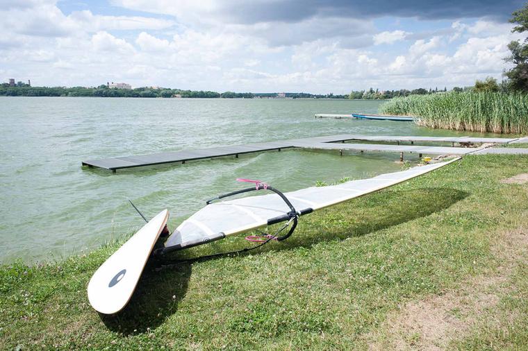 Akár vízi sportokat is kipróbálhat.