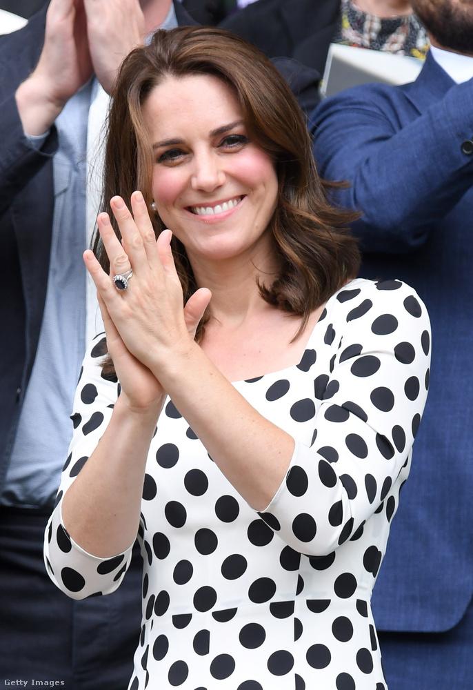 Azt mondják, a rövid(ebb) haj mindig fiatalít, valahogy mégis úgy érezzük, hogy Katalin hercegnével az ellentéte történt