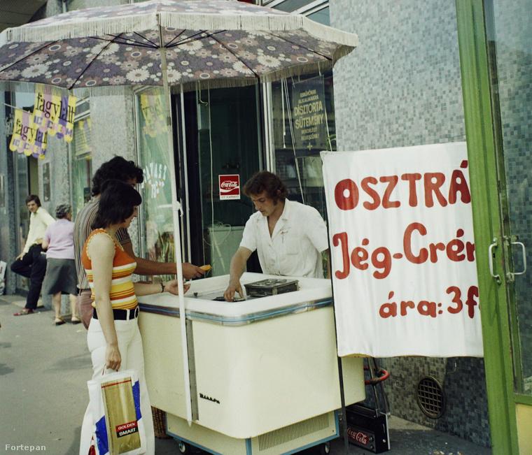 """1974-ben a józsef körúti Nemzeti Szálló előtt pedig már bárki vehetett """"osztrák Jég-Crémet"""", ha volt potom három forintja!"""