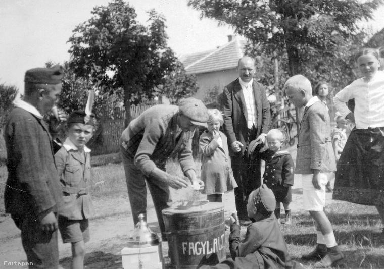 A képről nem tudni, hogy hol készült, csupán az évszám ismert: 1935
