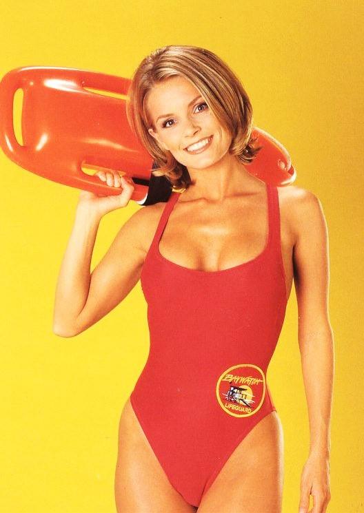 A szemrevaló Kelly Chemane Packard színésznő és modell több kisebb szerepet is kapott a sorozatban, míg végül a nyolcadik és kilencedik évadban vízimentőként véglegesítették