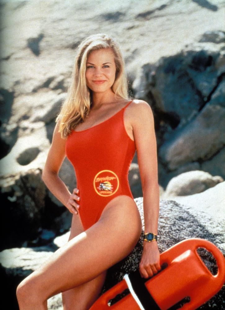 Brooke Burns modell és színésznő 46 epizód erejéig dögösködött a képernyőn, miközben egy Baywatch-tábor keretében gyerekeket tanított úszni és életet menteni