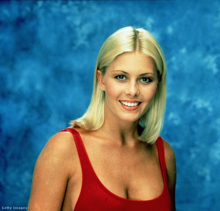 Végezetül itt egy újabb szőke cicababa, a 44 epizódszerepet felmutató Nicole Eggert, aki elirigyelte Pamela Anderson mellét és telenyomatta magát szilikonnal, de aztán nagyon megbánta a dolgot