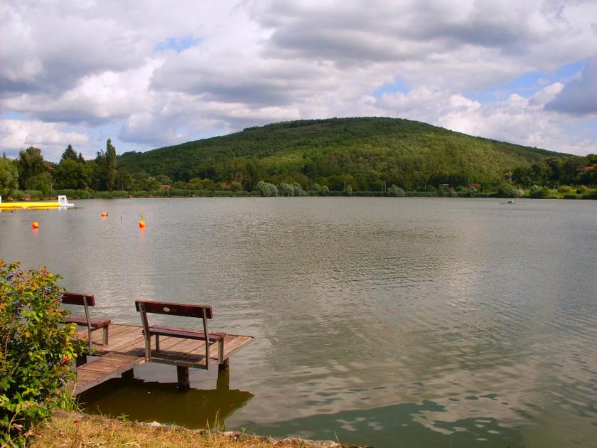 A Nógrád megyei Bánki-tó nemcsak kellemes és tiszta vízzel várja a látogatókat, de kalandpark és üdülőközpont is van a part szomszédságában.