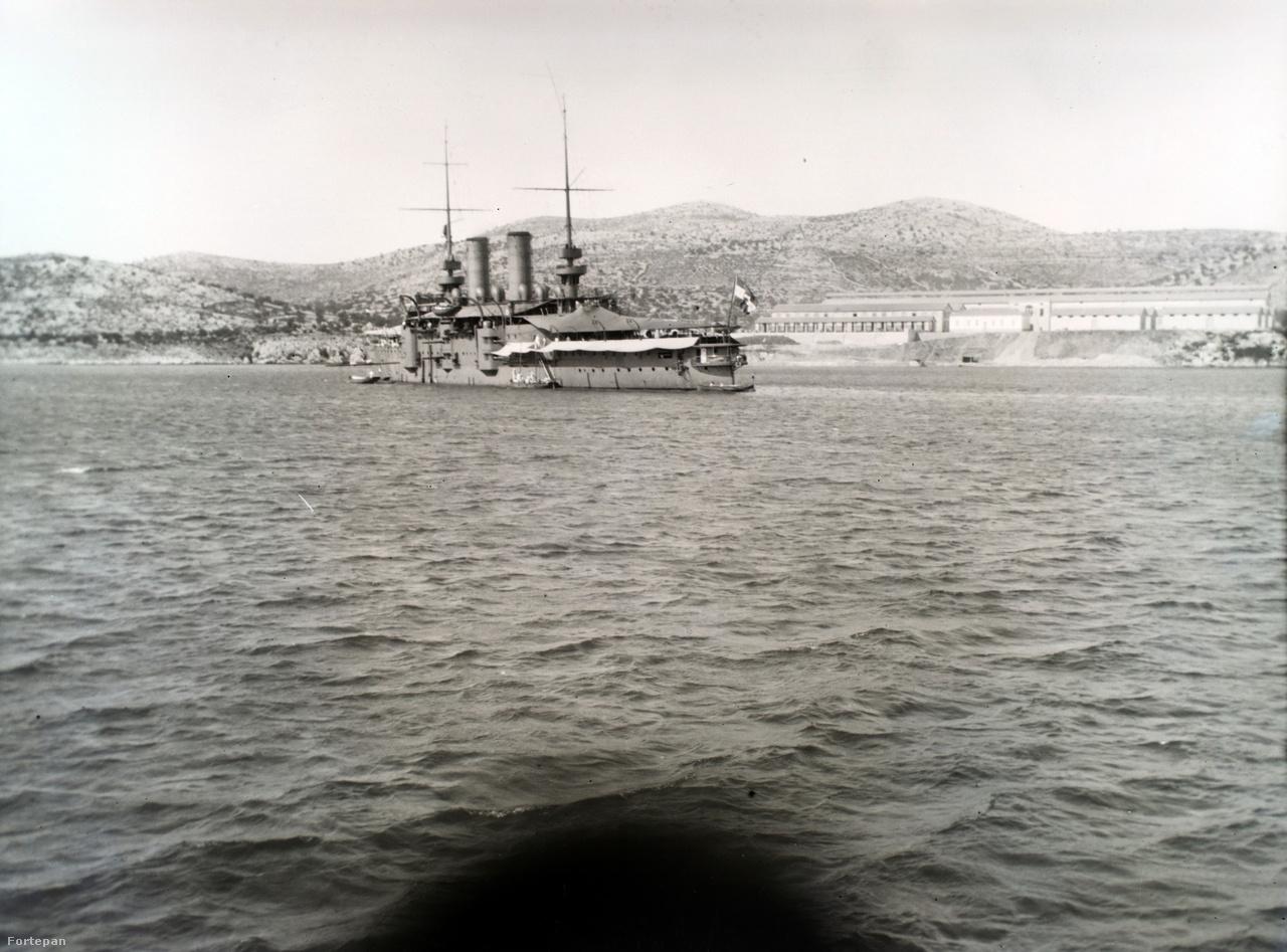 Egy Habsburg-osztályú csatahajó. A 114 méter hosszú, króm-nikkel-acél ötvözetből készült, páncélozott hadihajók az I. Világháborúban az adriai tengeri ütközetekben vettek részt. A háború után brit kézbe kerültek, majd 1921-ben Olaszországban szétbontották őket.