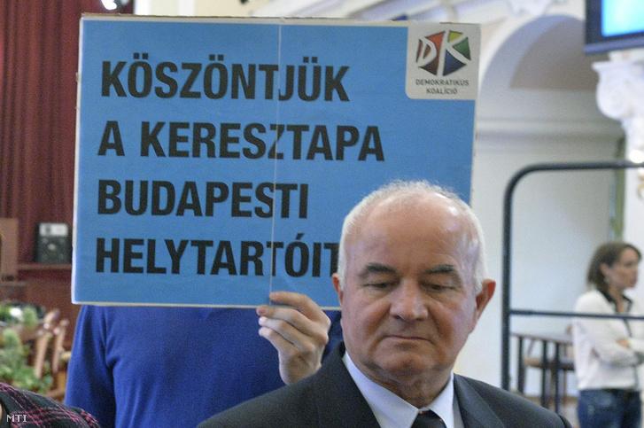 Hajdu László egy 2014-es sajtótájékoztatón a Városházán