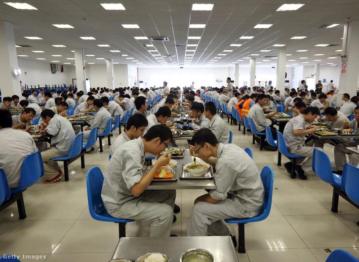 a Peugeot-Citroen egyik kínai gyárának kantinja