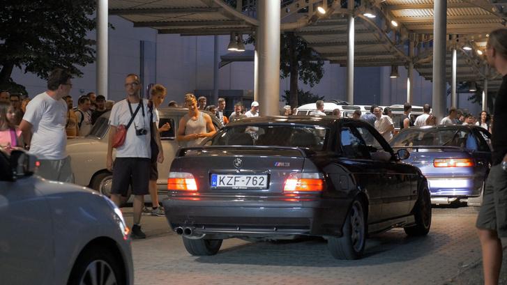 Popcorn bekészítve, jöhet a kommetháború: elöl egy Honda (Acura), mögötte egy BMW, aztán egy Suzuki. Nálad mi lenne a sorrend? ;)