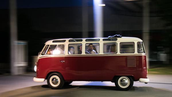 Nagy buli egy ilyen kis Samba – rendesen, össz-szerkesztőségileg rákívántunk a VW buszokra