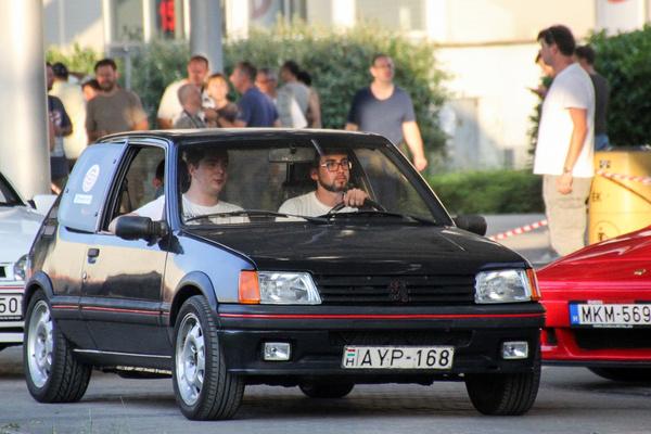 Eleinte Lendvai Zsolti autóztatott a Rulettkerék Peugeot-val. Nagyon megérdemeltek pár boldog és önfeledt kilométert