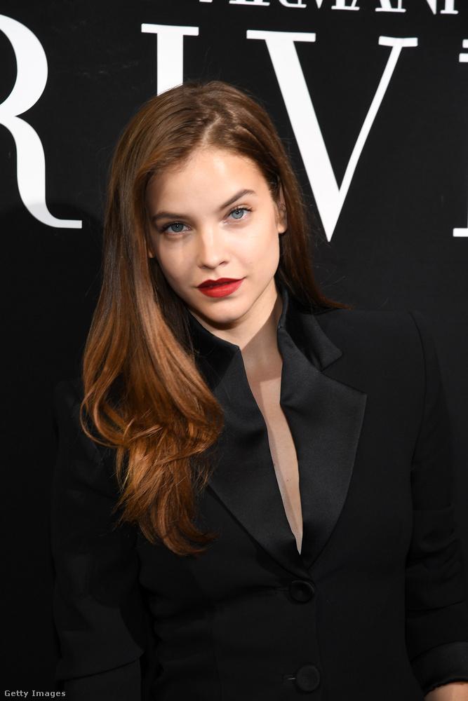 Pedig Cannes-ban meg tudta oldani, hogy egyszerre dögös, szexi és elegáns is legyen.