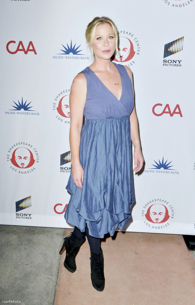 Christina Applegate1989-ben az MTV Movie Awards gálára együtt mentek, de Applegate elismerte, hogy a buli után már mással távozott.Egy interjúban később beszélt arról, hogy ez volt az egyik legrosszabb döntése.