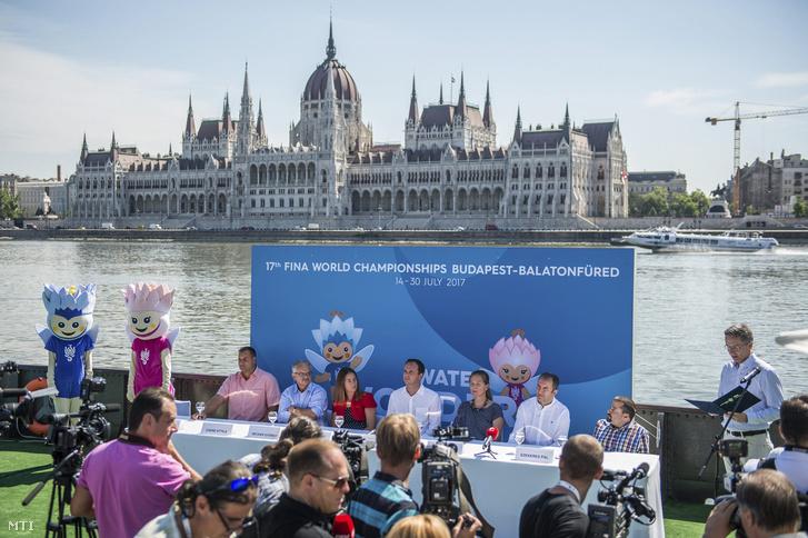 Sajtótájékoztató a 17. FINA Világbajnokság Látogatóközpontjánál a budai alsórakparton a Batthyányi téri hajóállomáson 2017. július 6-án.