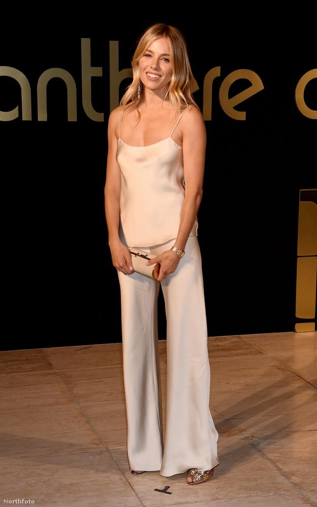 Sienna MillerFelkapott téma mostanában, azonban eddig senki sem erősítette meg a feltételezést, hogy a színész Millerrel vigasztalódna