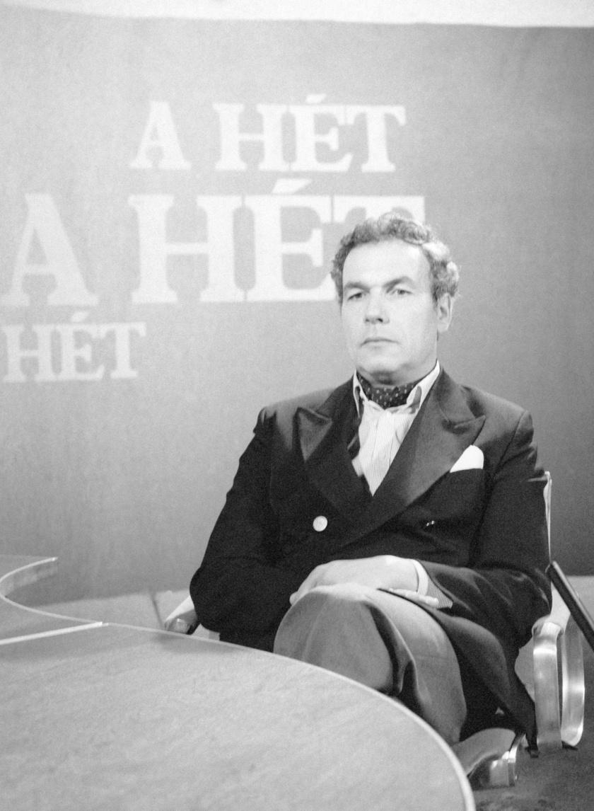 Hajdú János 1981 és 1987 között volt A Hét műsorvezetője, aki Vangelis zenéjét tette meg főcímzenének. A legendás tévés decemberben lesz 83 éves.