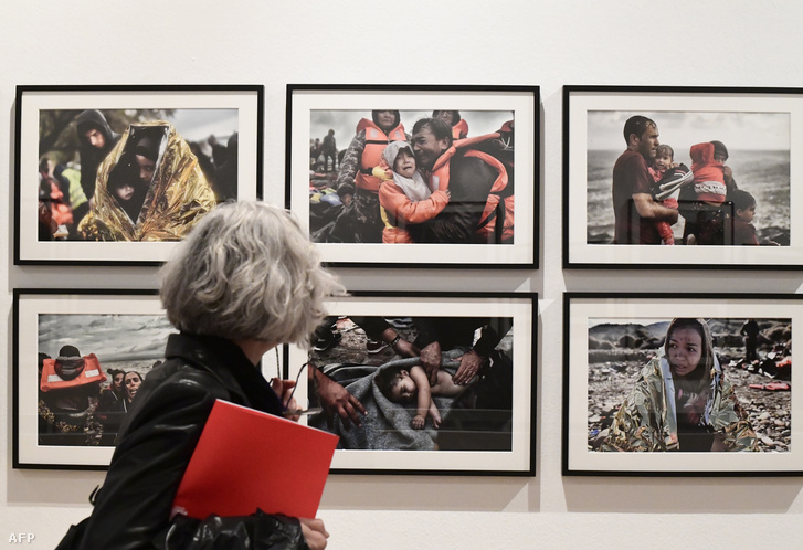 Aris Messinis, a AFP menekültválságot végigkísérő fotóriporterének kiállítása Milánóban, 2017 áprilisában