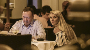 Kevin Spacey ezzel a szőke nővel vacsorázott, állítólag romantikusan