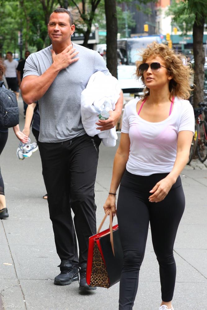 A pár július 6-án bukkant fel egy New York-i edzőterem előtt, aminek egy fotós lelkiismeretes munkájának köszönhetően most ön is a tanúja lehet.