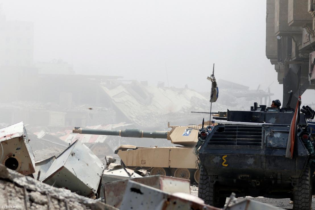 Iraki biztonsági erők nyomulnak előre Moszulban (a kép július 7-én, pénteken készült)