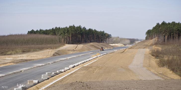 Az autópálya-építkezéseket is vizsgálták