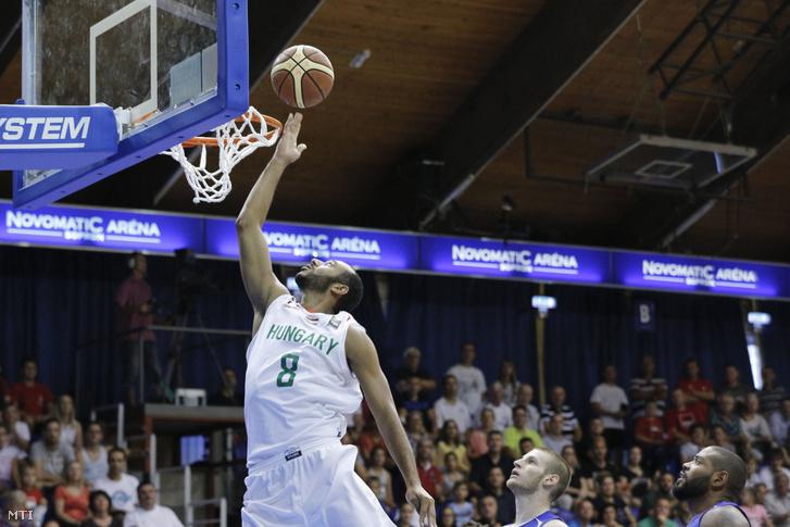 Hanga Ádám a kosárlabda Európa-bajnoki selejtező G csoportjának 2. fordulójában játszott Magyarország - Luxemburg mérkőzésen a soproni Novomatic Arénában 2016. szeptember 3-án.