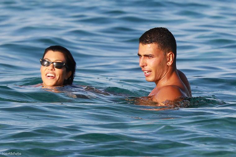 Kourtney Kardashian és boxoló pasija,  Younes Bendjima nyaralásáról már beszámoltunk egyszer, akkor épp egy vizibiciklin extrémsportoltak a paparazzók nagy örömére