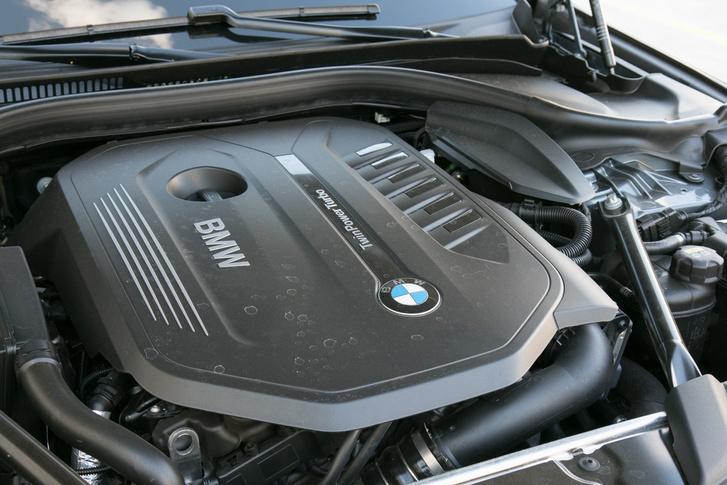 450 Nm sok, de ennyi van a benzinben. Az 530d-be 620, az 540d-be pedig 680 Nm szorult