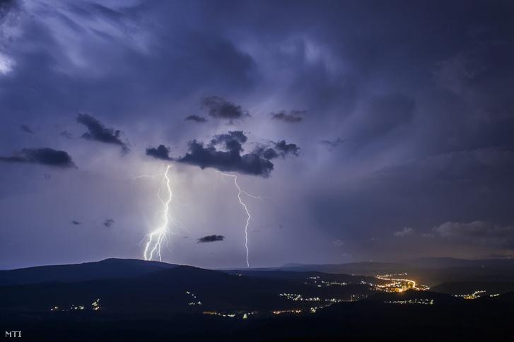 A hétfői vihar Salgótarján közeléből fotózva