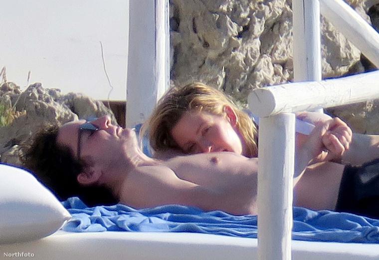 Az idei VOLT fesztiválon is fellépő brit énekesnő, Ellie Goulding jól megérdemelet pihenését töltötte Capri szigetén, ahová legújabb barátjával, Caspar Joplinggal utazott el
