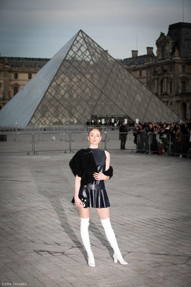 Sophie Turner legdögösebb ruhája talán ez volt az összes közül