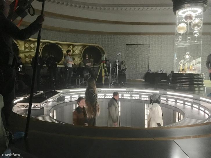 Egy exkluzív jelenetfotó a készülő Han Solo film forgatásáról.
