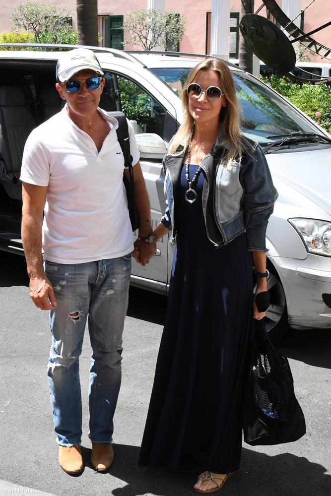A színész persze nem egyedül érkezett, magával vitte barátnőjét, Nicole Kimpelt is