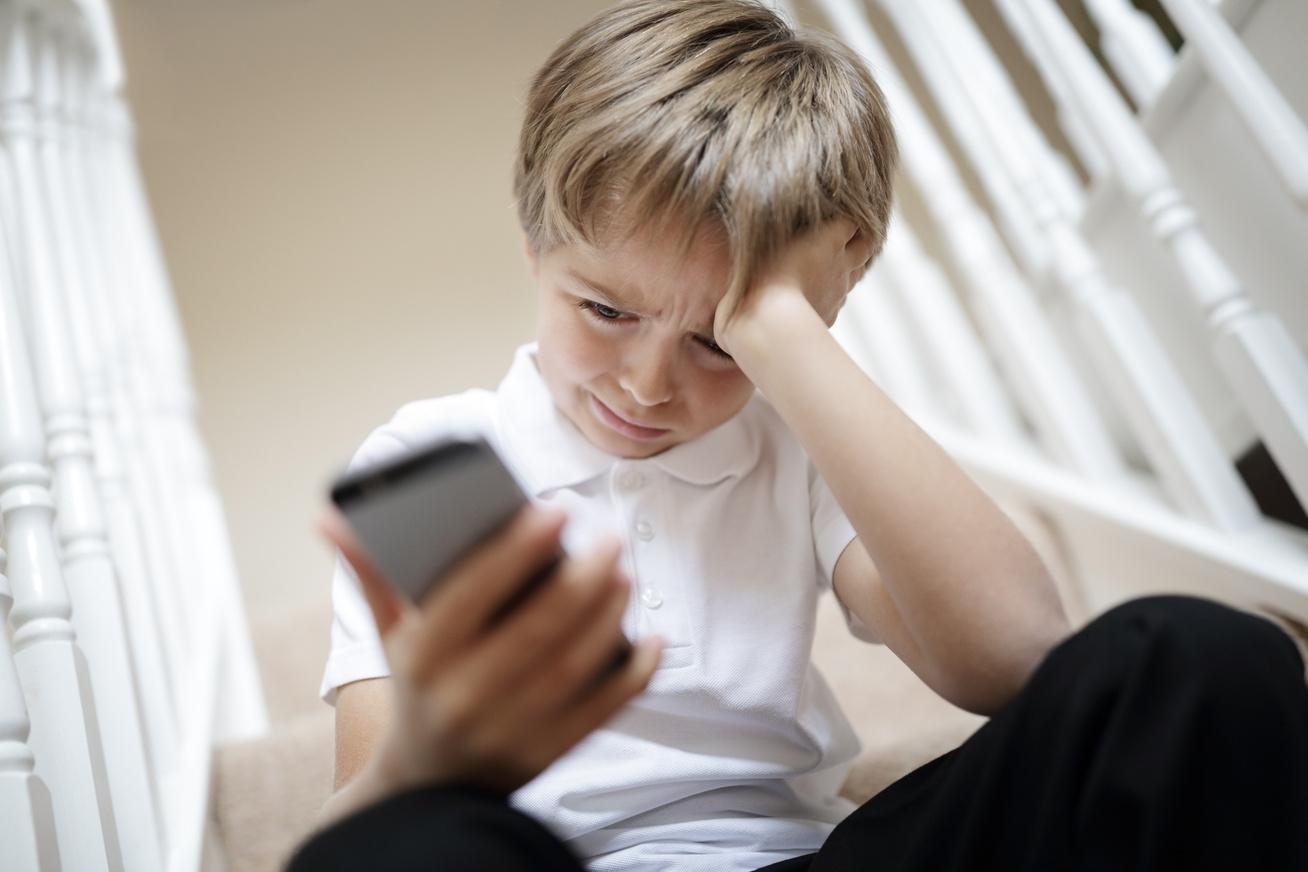 gyerek-sir-telefon