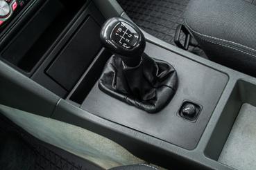 Jó dolog az ötgangos váltó - akkoriban egyáltalán nem volt kézenfekvő dolog egy Mercedesben. Ha rendbe teszik a motort, már nem csak lejtőn viszi el