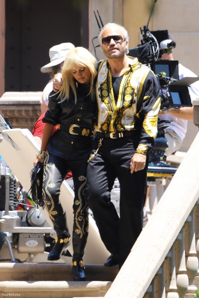Íme Donatella Versace és Gianni Versace, vagyis Penélope Cruz és Edgar Ramirez