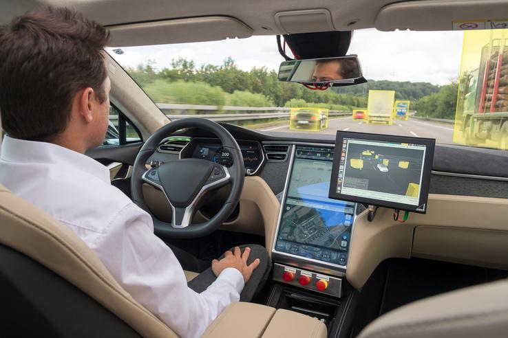 A jármű felismeri, beazonosítja a közlekedés többi résztvevőjét
