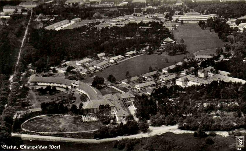 A német olimpiai falu korában modernnek számított, ami Hitlernek presztízs és erőfitogtatás volt.