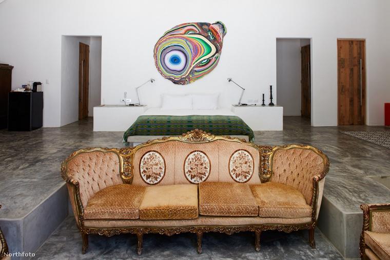 Escobar halála után több mint egy évtizedig hozzá se nyúltak az ingatlanhoz, aztán jött egy New York-i műkereskedő, akinek köszönhetően most nem egy szellemjárta kastélyról, hanem egy 24 szobás luxushotelről mutathatunk képeket.