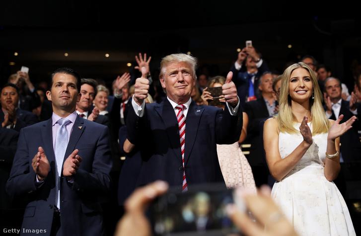 Donald Trump Jr., Donald Trump és Ivanka Trump a repbulikánus párt jelöltállító gyűlésén.